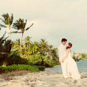 Beach wedding in Hawaii by Destination wedding planner Mango Muse Events creator of Passport to Joy