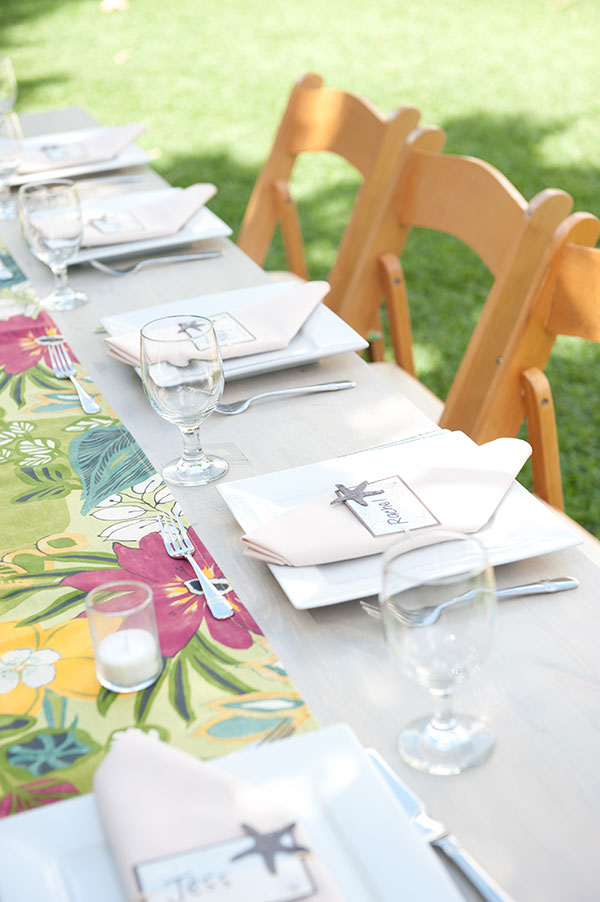 Colorful tropical wedding reception tablescape for a Hawaii destination wedding by destination wedding planner Mango Muse Events creator of Passport to Joy online wedding planning course